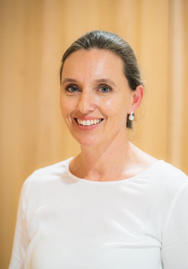 Dr. Verena Hackl
